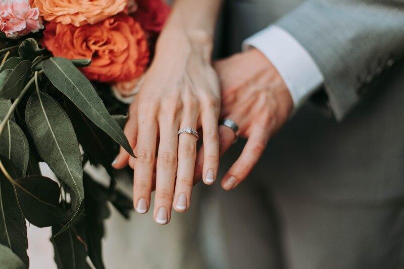 結婚式での新郎新婦の指輪