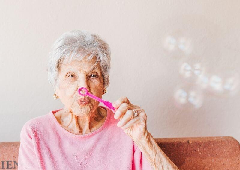 デイサービスを利用するおばあちゃん
