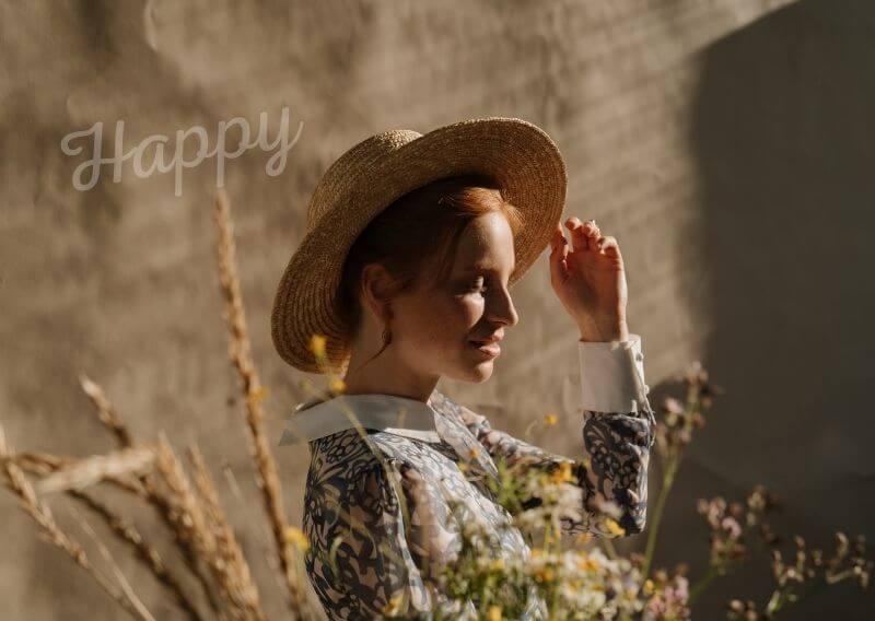 幸せそうなおしゃれな女性